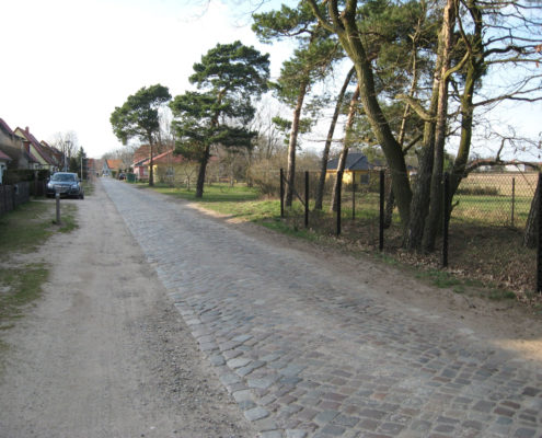 Havelhausener Straße im April 2014; Blickrichtung Dorfstraße