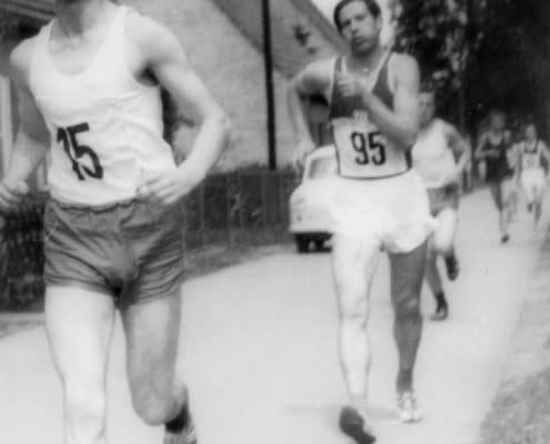Christoph Höhne 1965 in der Straße Am Luch während des Leegebrucher Straßenlaufen und -gehens (Foto: Peter Richter)
