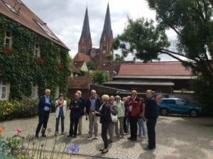 Lengericher Gäste beim Stadtrundgang durch Neuruppin (Foto: Lothar Unger)