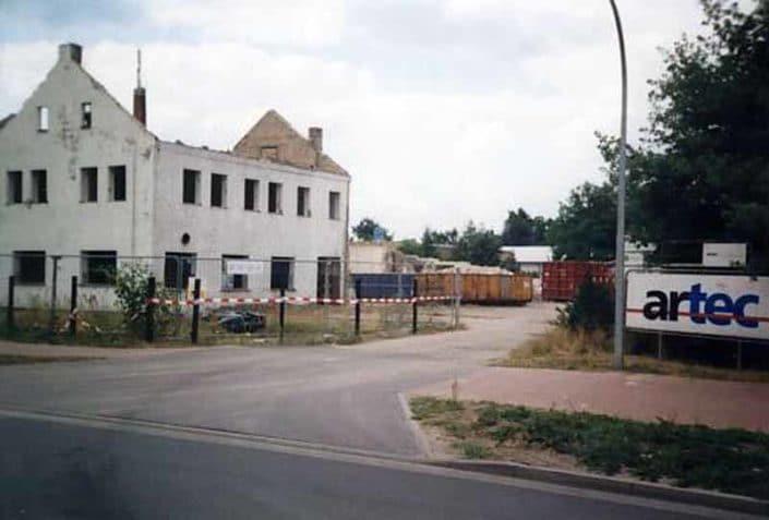 Im Jahr 2001 wurde das Hauptgebäude der Messerschmiede abgerissen, um Platz für den neuen Lidl-Markt zu schaffen.