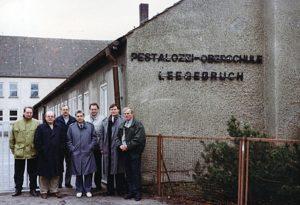 Im Januar 1991 war erstmals eine Delegation aus Lengerich zu Gast in Leegebruch. (v.l.n.r.: Lengericher Hauptamtsleiter Friedel Blom und Bürgermeister Volker Rust, der Leegebrucher Bauamtsleiter Peter Michel und Bürgermeister Horst Eckert, Lengerichs Stadtdirektor Helmut Denter und stellv. Bürgermeister Friedrich Prigge (heute Bürgermeister) sowie der Leegebrucher Hauptamtsleiter Dieter Bennewitz. (Foto: Detlef Dowidat)