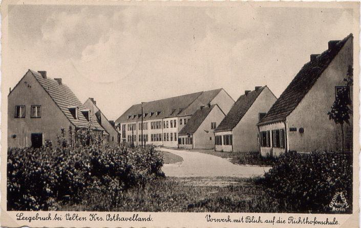 """Blick zur Richthofenschule vom """"Vorwerk"""" (heute Geschwister-Scholl-Straße) in den Weidensteg aus"""
