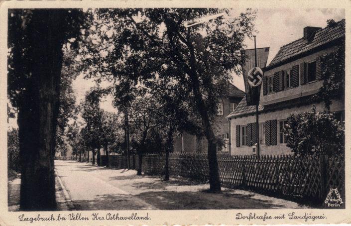 Dorfstrasse mit Landjägerei