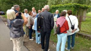 Dr. Gerd Kley erläutert Geschichte von Sommerswalde (Foto: Ulrike Unger)