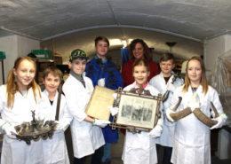 HistoryKids zu Besuch im Depot des Kreismuseums (Foto: Babett Wiechmann)