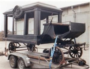 Dieses 1998 aufgenommene Foto aus dem Kreismuseum Oberhavel führte auf die Spur des Weges der alten Leegebrucher Leichenkutsche