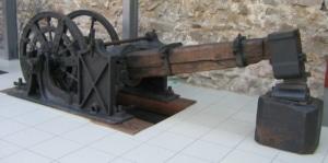 Ein historischer Vorläufer unseres Schwanzhammers aus der Zeit um 1870, der im Franziskaner-Museum Villingen-Schwenningen ausgestellt ist. (Foto: mit freundlicher Genehmigung Franziskaner-Museum Villingen-Schwenningen)