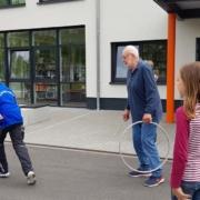 Die HistoryKids probieren alte Spiele aus (Foto: Ulrike Unger)