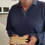 Gerhard Kurz mit einem Knott (Foto: Ulrike Unger)